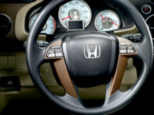Деревянные вставки в руль на Honda Pilot